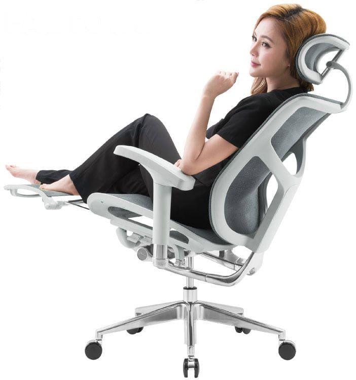 Эргономичное кожаное кресло Expert Star с подножкой